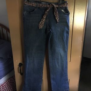 Women's Boot Cut Jeans W/fabric Belt.
